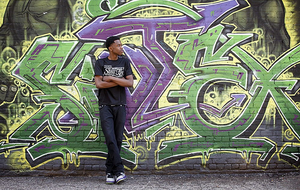 detroit graffiti senior pictures photographer 20140517 1000x633 - Senior Pictures (Just Graffiti)
